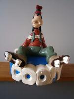 Vintage Disney big Statuco Goofy on roller skate statue
