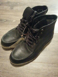 Men's Winter Leather Boot - Size 8.5/Size 9