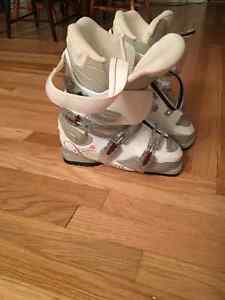 Women's Ski Boots Size 25.5 Rossignol $70 ONO