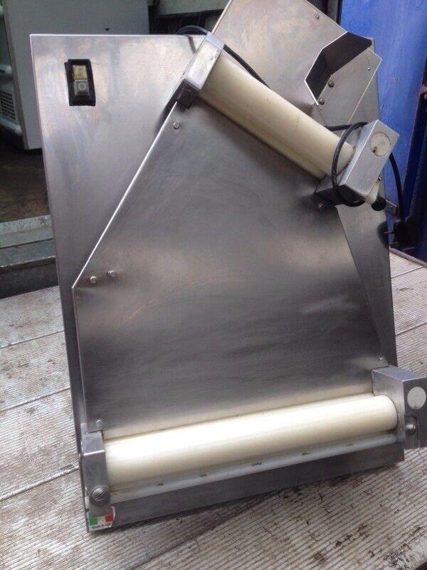 Dough roller/ pizza dough roller machine