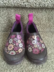 Bogs little girl rain shoes size 9