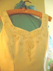 BEAUTIFUL WEDDING DRESS ELEGANT & SIMPLY STUNNING