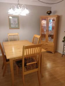 Oak dining room set - table and buffet