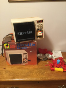 Vintage 1980's Robin Hood Easy Bake oven and supplies