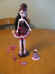 MONSTER HIGH DOLLS DRACULAURA 10 different dolls