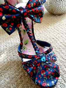 Bows FLOWERS & MORE FLOWERS Betsey Johnson 2007 NOS platform Sz7