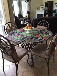 CHARMING BISTRO KITCHEN/DINING SET