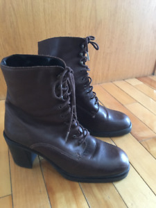 Elastomere Lined Women's Leather Boots Size 7