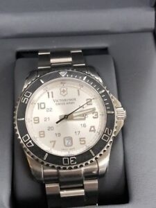 MONTRE HOMME VICTORINOX SWISS ARMY MADE SWISS 199.95$