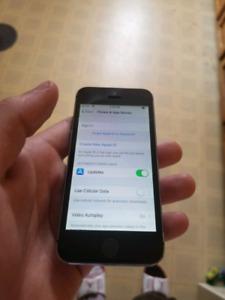 I phone 5s 16 GB 100 $ obo