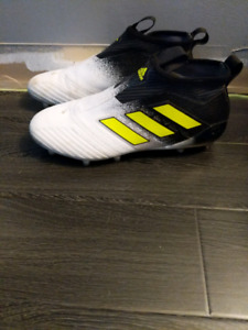 Adidas mens soccer cleats size 10.5