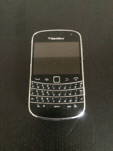 BLACKBERRY BOLD 9900 GOOD CONDITION UNLOCKED WITH CHARGER 514-67