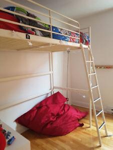 Lit mezzanine IKEA pour enfant