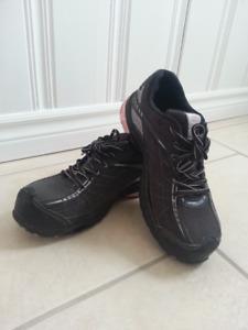 Woman 's safety shoes size 8.5