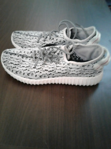 Womens Adidas Yeezy Style Size 7.5 Excellent Condition