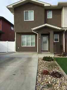 3 bedroom 4-plex in Ranchlands - Available June 1
