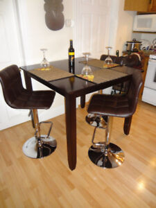 PRICE DROP Beautiful Pub set for 3 people w/stools great shape.