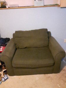 Halifax Green Loveseat