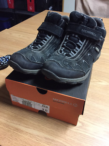 Merrell Boys Hiking Shoes (Size 3) $20