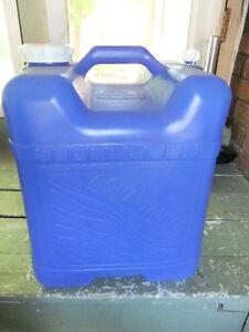 reliance aqua tainer portable water jug 6 gallon (22L) capacity Kitchener / Waterloo Kitchener Area image 2
