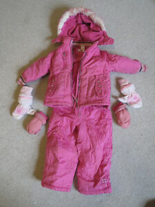 Pink Snow suit in great shape size 2 with mittens and hat