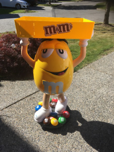 M&M Yellow With Tray Character Store Display On Wheels