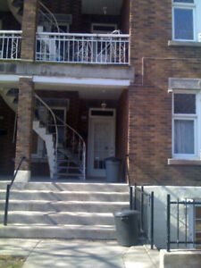 Beautiful  51/2 NDG area spacious with Fridge/stove/washer/dryer