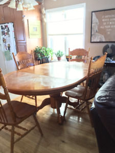 Kitchen Table & China Cabinet (Hutch) For Sale!!