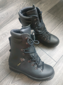 Genuine UK Forces army boots.