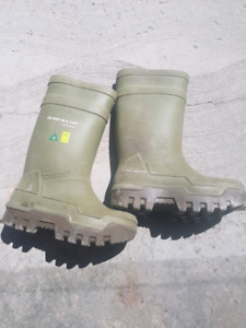 Mens size 7 rubber steel toes