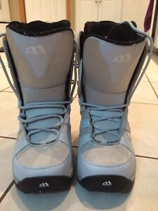 Womans snowboard boots size 8