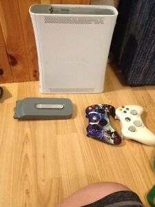 Xbox 360-white 2 controllers all cables and games