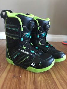 Youth snowboard boot