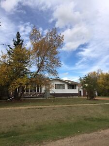 Nice home in Donalda with shop space.