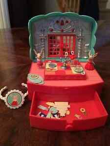 Olivia and Friends play set and bracelet