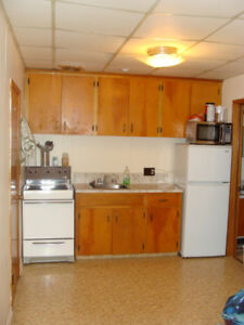 Convenient to Grocery shopping- 1 bdr Westside - deck