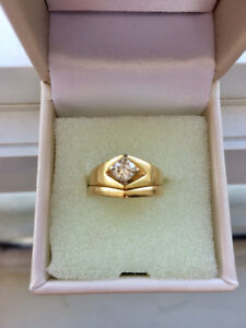 Beaultiful Diamond and Gold Solitaire Ring