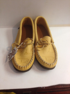 (sold) Laurentian Chief Leather Moccasins size 9