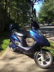 ATE-501 TAOTAO ADULT 500W BLUE ELECTRIC MOPED SCOOTER