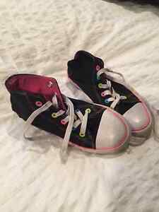 Girl's size 1 Converse type runners