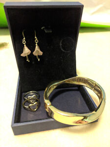 Jewelry Set Gold Bangle & Pink Floral earrings