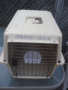 pet carrier / kennel