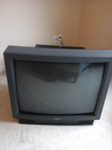 "Hitachi 32"" box TV with remote works perfectly$20"