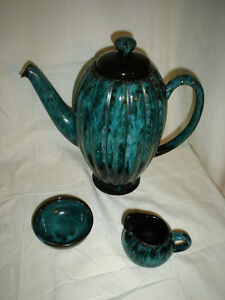 27 pieces of Blue Mountain Pottery Cornwall Ontario image 7