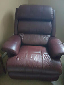 His and Hers Leather Lazy Boy Recliner chairs