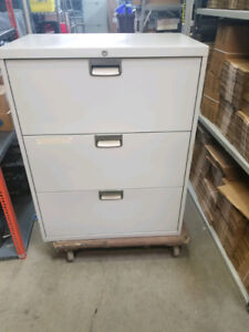 """Steelcase 3 Drawer Lateral Filing Cabinet 30"""" x 18"""" x 39"""""""