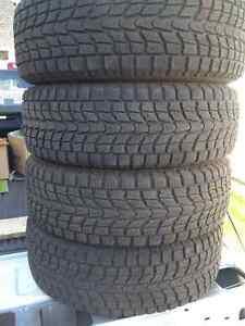 4 pneus Dunlop hiver 265/70/R17