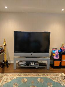 Télévision HD Samsung 61' rétroprojecteur avec meuble