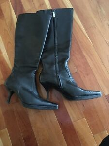 Ladies Kitten Heel boots size 7.5