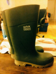 High end rain/snow boots size 6 youth